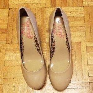 Unlisted tan pumps.